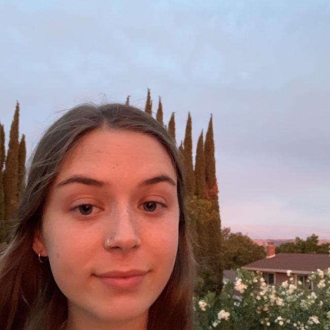 Babysitter in San Jose: Mia