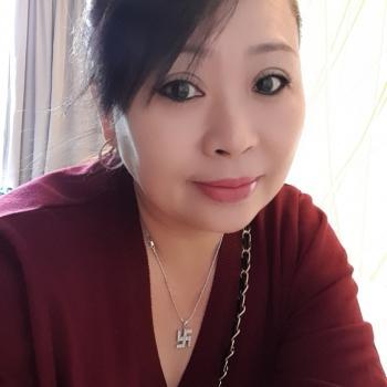 Babysitter Singapore: Tan