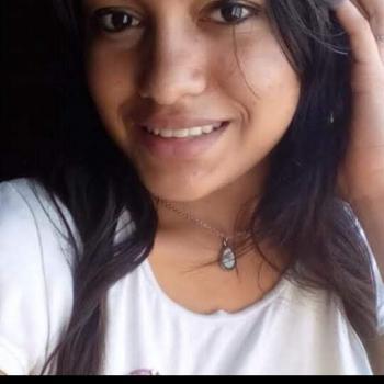 Babysitter Manaus: Poliana