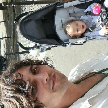 Trabajos de niñera en Sevilla: trabajo de canguro Chawan