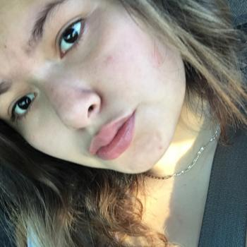 Babysitter in Bacliff: Adriana