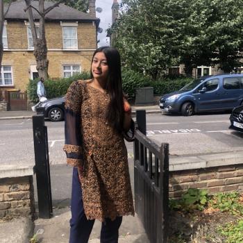 Babysitter London: Zara
