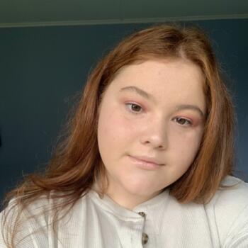 Babysitter in Whanganui: Chloe